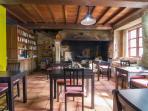 Salón lareira Casa de Roque
