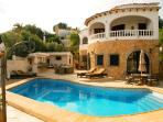 Casa Fifi- a relaxing 4 bedroom  - 4 Bathrooms-Private  pool  -Tastefully decorated