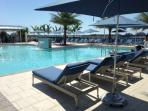 Fully staffed pool with tennis court & cafe