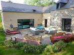 La grande terrasse, le salon d'été, les barbecues, le coin repas ..