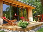 profitez de la tranquilité de la nature tout autour du lodge...et à seulement 4km du Mont-Dore