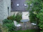 Garden, table with four chairs and parasol. Two bikes in the garden shed. Ideal for exploring.