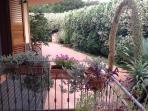 un angolo del giardino di Casa Santulì