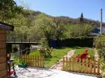 Jardin con barbacoa, hamacas y mobiliario