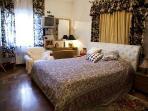camera oro letto matrimoniale
