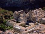 centro storico di Cefalù con la Cattedrale