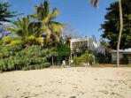 Owner's house beachfront: Ylang is just behind this!