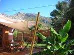 terrasse jardin boulodrome plancha vue sur le Garlaban et les collines de Pagnol proche calanques