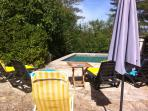 cour et piscine-courtyard and swimming pool
