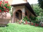 Villa Le Celle del Farinaio#portico#fiori#rose#geranio