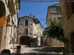 The house is situated in the historical centre of Uzès, which is car-free.