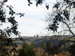 Vue du parc ou de la maison en hiver sur le Château de Fênelon