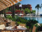 Business lunch at the beach club?