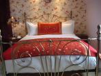 Superb Kingsize Bed