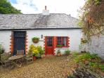 COACHMANS COTTAGE with cobbled courtyard