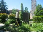 Tranquility of the Gaiole garden next to the fountain