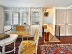 Salon, cloison bureau et vue accès niveau 1 Appartement Mogador Honfleur