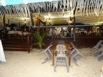 Le restaurant en bord de la plage