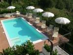 La piscina con idromassaggio