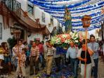 .. procession d'été, fête de la vierge. Ici celle de jour, suivie de celle nuit (Août)