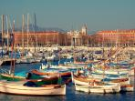 2 minutes walk from the studio, enjoy the typical old Port during a nice stroll