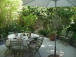 Breakfast in the Maison Bleue garden : summer time