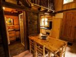 Les chalets du Bonheur Les Houches, Chamonix Mont-Blanc. Salle de bain et cuisine, depuis le salon