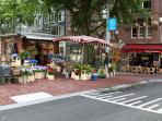 Lively Utrechtse street (2 minute walk) with nice restaurants, lounge bars, shops and terraces