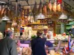 Mercato di Sant'Ambrogio a 50 mt dall'appartamento