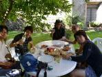 I nostri ospiti giapponesi a colazione nel giardino