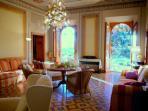 Il salone principale della villa