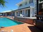 piscine vue du bungalow