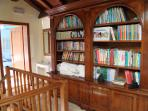 The library is available to guests in their free time andbefore to fall asleep