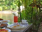 Breakfast Hideaway at riverside