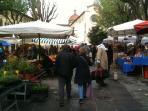 open market in Piazza Santo Spirito