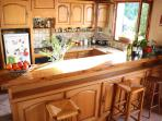 Bright and light kitchen, ideal space for social cooking