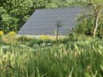 Certifié par l'Ecolabel Européen et producteur d´électricité photovoltaïque.