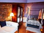 Junior suite, dotada con doble bañera de hidromasaje y salida al pequeño balcón