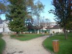 le quartier ; le parc pour les enfants à 150m