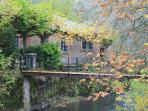Puente de entrada a la finca en otoño