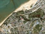 Plano satélite de la zona donde esta los apartamentos, muy cerca del mar...