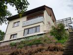 Ferienwohnung mit Balkon in Hanglage und Super-Aussicht