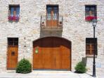 Fachada principal de los alojamientos rurales  El Clos