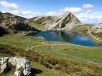 Lagos de Covadonga en Picos de Europa, a 38 km de distancia