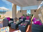 Terraza superior de 55 m2 y casi 360º de panorámica, con vistas al mar, costa de África y Gibraltar