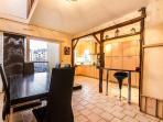 El comedor y la cocina forman un espacio amplio y agradable para todos