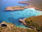 Cala Varques, una de las playas virgenes más famosas de la isla, situada a 3 km de la casa