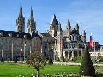 Ayuntamiento de Caen, 8 - 10 minutos. Echen un vistazo!