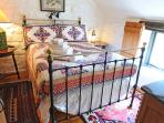 Double bedroom in Threshing Barn