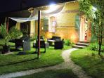 Espace salon de jardin nocturne